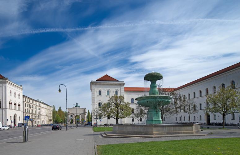 Brunnen vor der Ludwig-Maximilians-Universität München