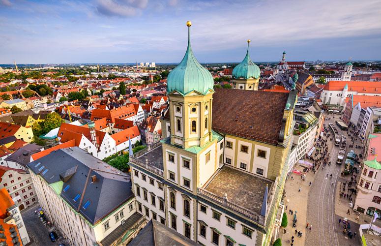 Stadtpanorama mit Rathaus Augsburg