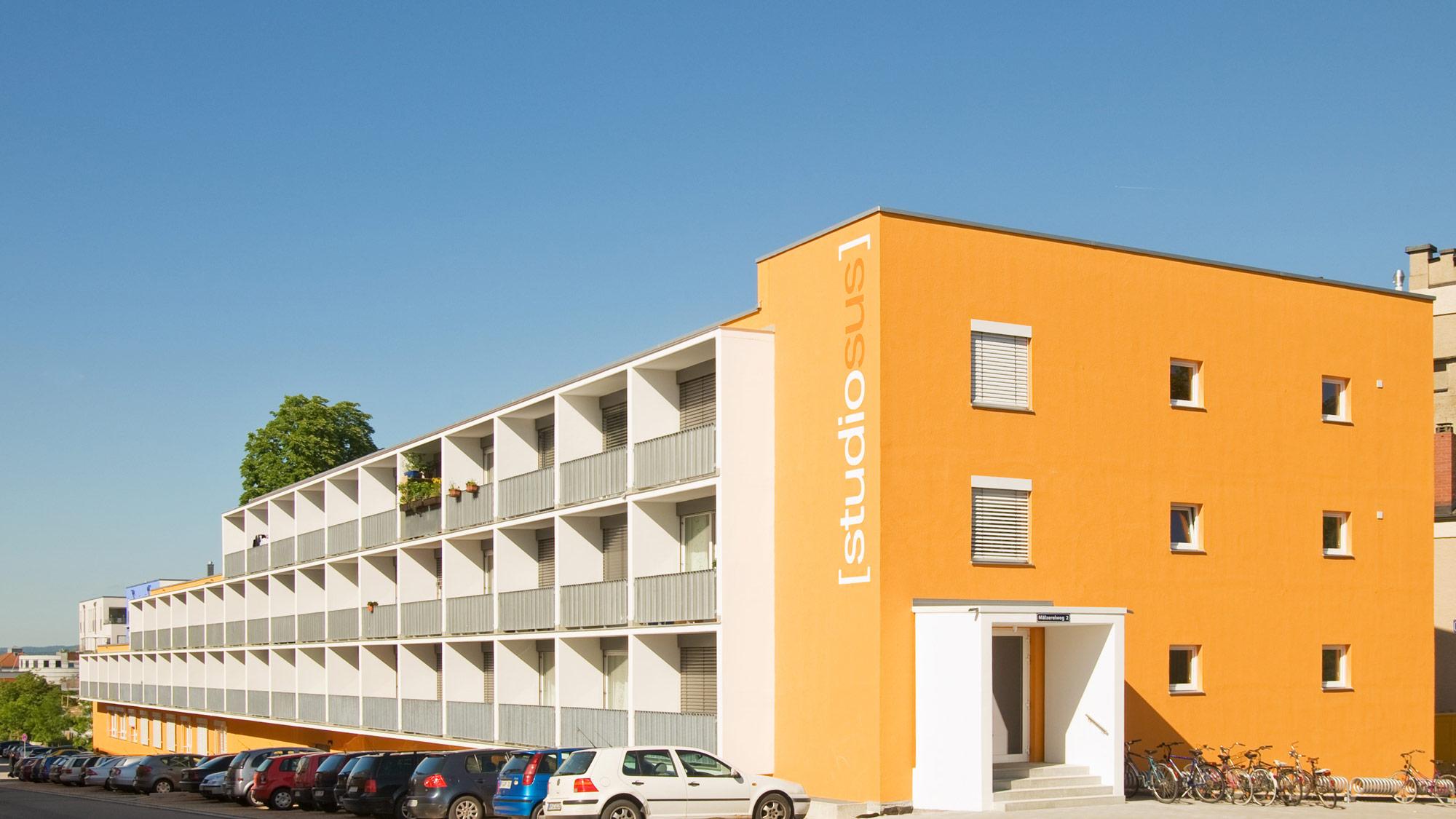 Neubauprojekt studiosus 1 - Außenansicht der Wohnanlage mit modernen Studentenapartments in zentraler Lage in Regensburg