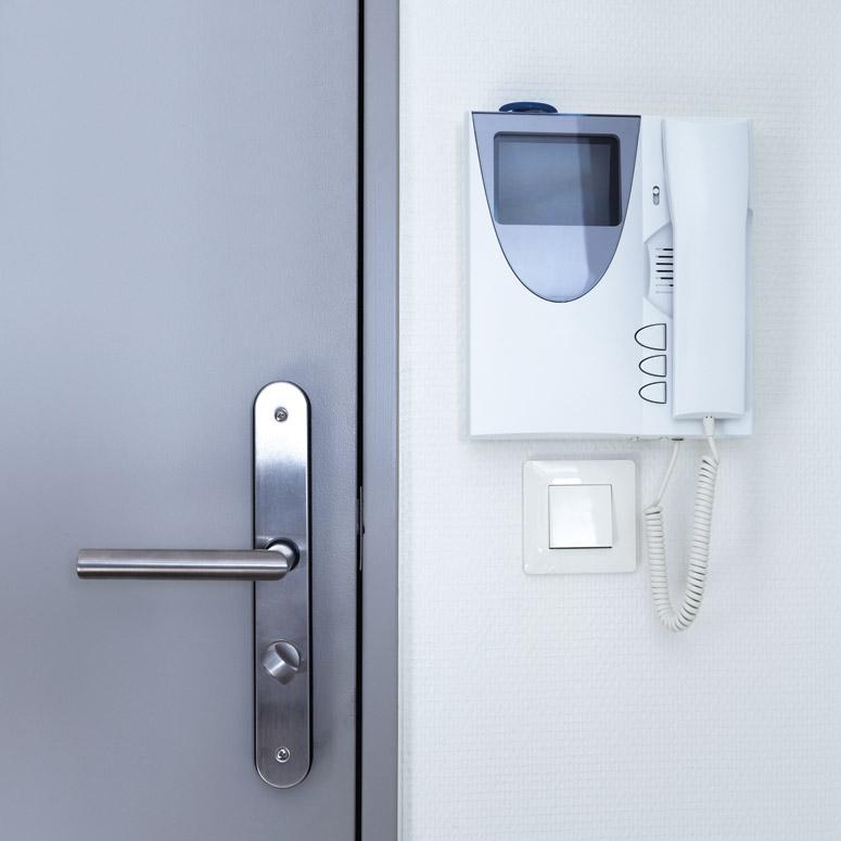 Moderne Sicherheits-, Netzwerk- und Kommunikationstechnik