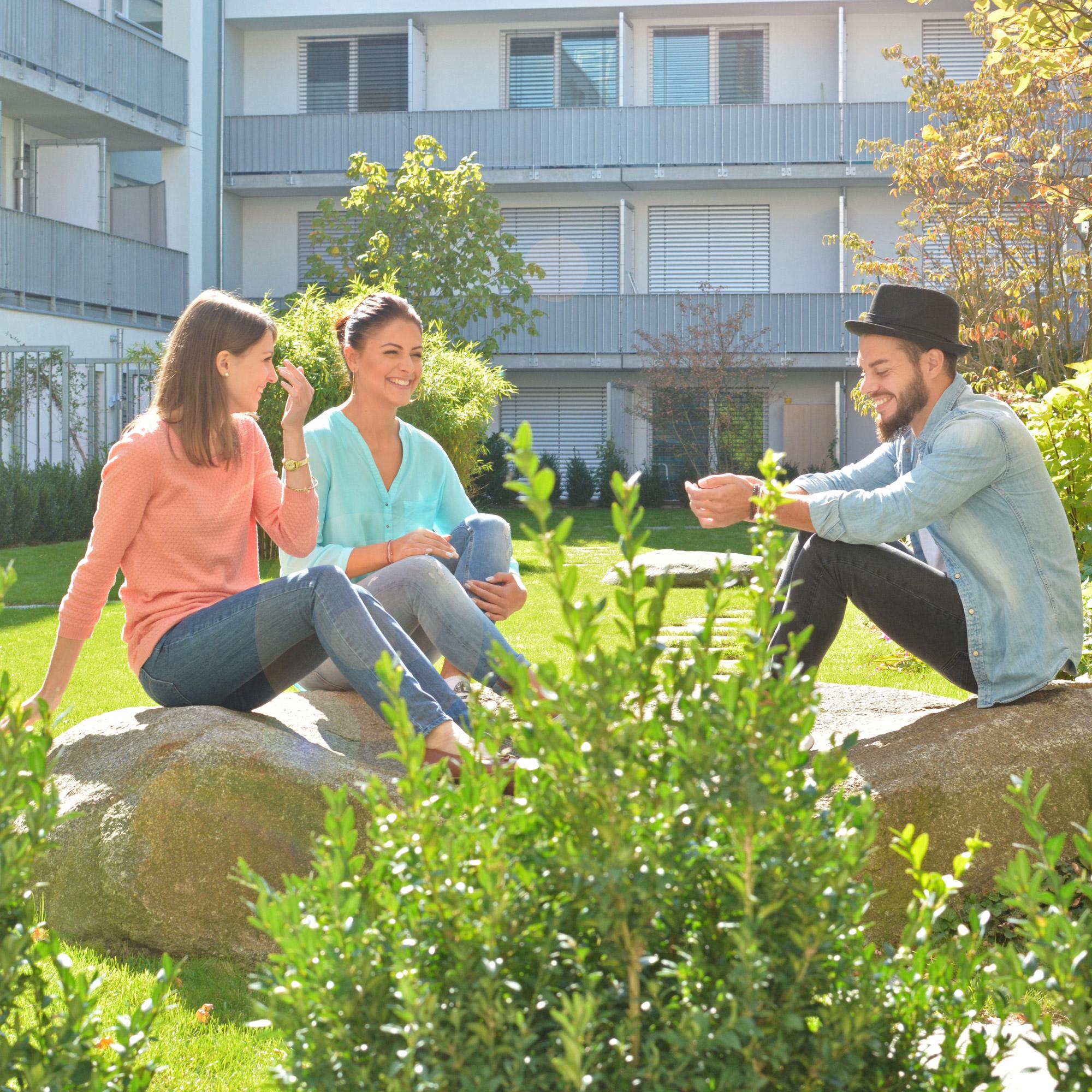 Begrünter Innenhof mit Garten im studiosus 3 in München-Moosach